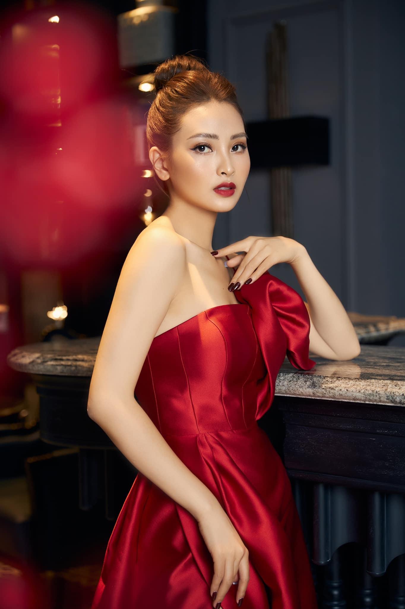 Tuổi 28 độc thân quyến rũ của MC Huyền Trang VTV6