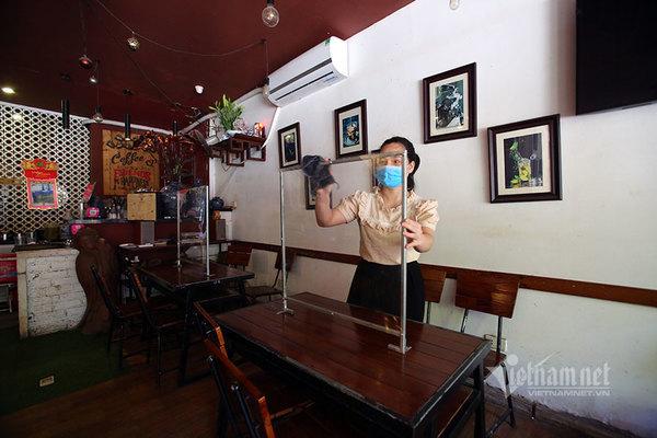 Restaurants, coffee shops ready to reopen in Hanoi