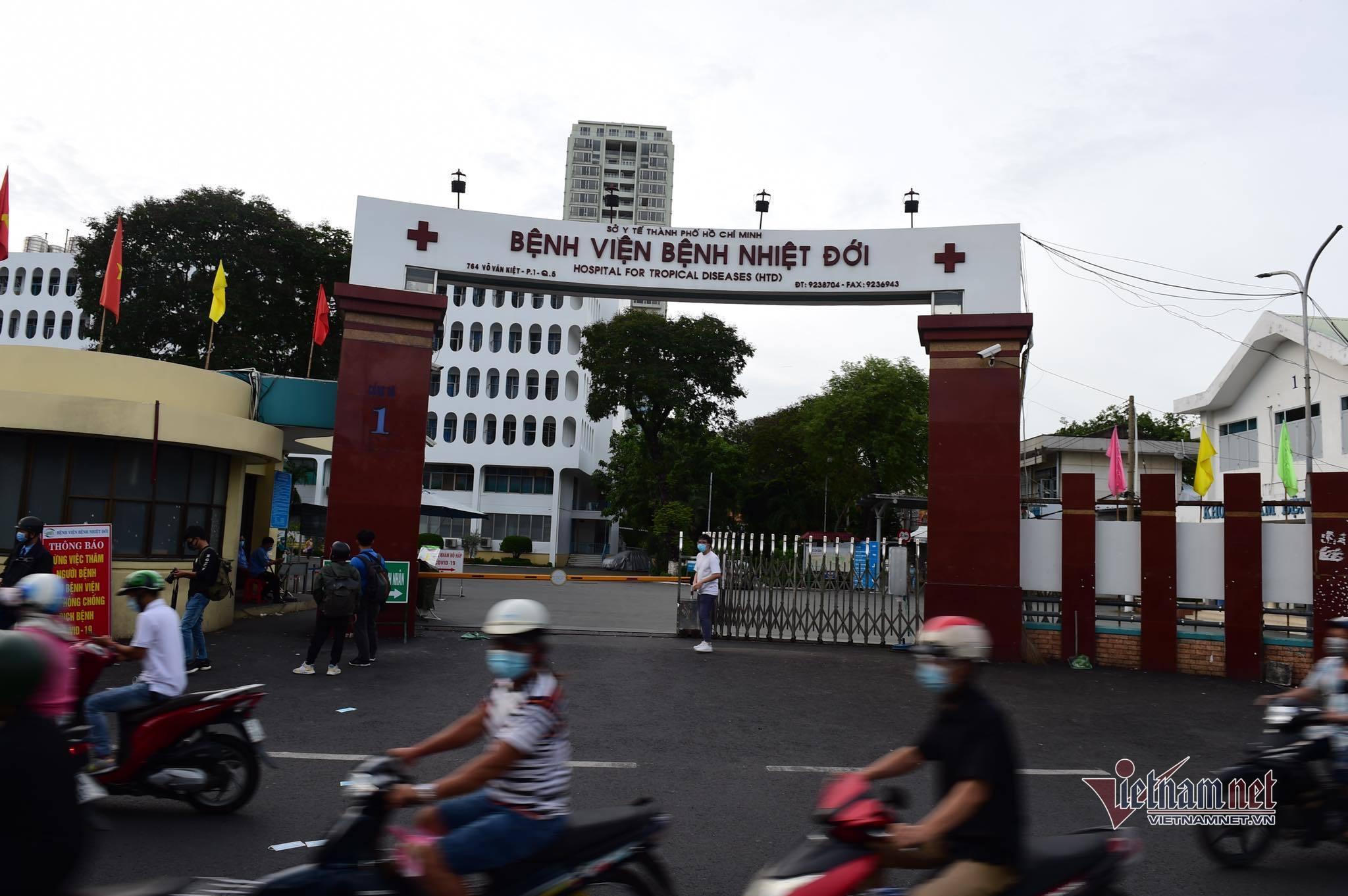 Thêm 5 nhân viên Bệnh viện Bệnh nhiệt đới TP.HCM dương tính nCoV