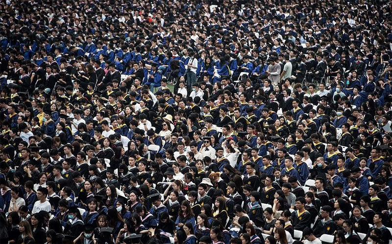 Hàng nghìn sinh viên không đeo khẩu trang dự lễ tốt nghiệp ở Vũ Hán