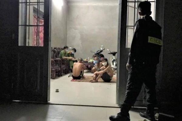 Phạt 45 triệu đồng 3 người tụ tập ăn uống trong đêm ở Bắc Giang