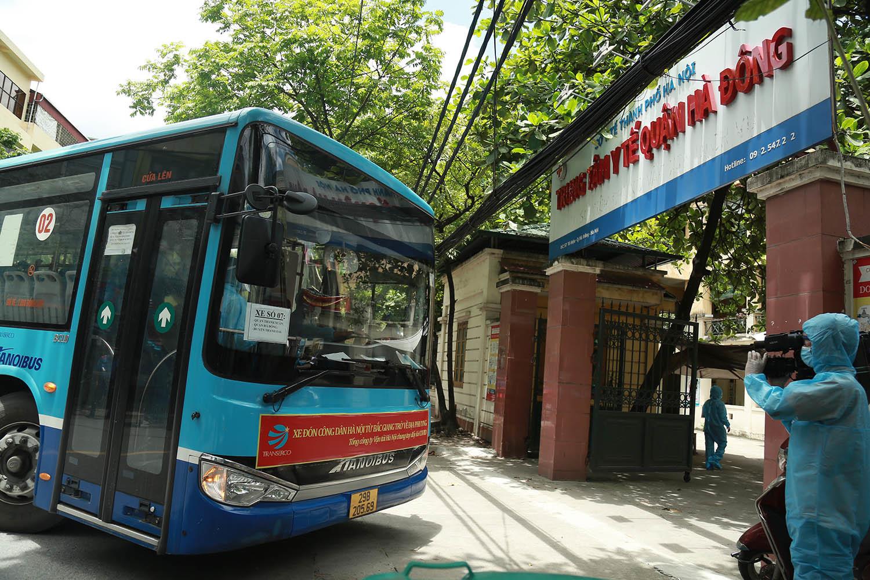 Hà Nội đón gần 300 người từ tâm dịch Bắc Giang trở về