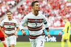 Ronaldo rực sáng, Bồ Đào Nha khởi đầu như mơ