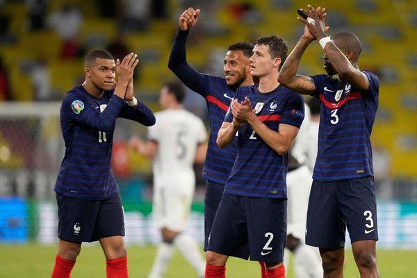 Pháp đánh bại Đức nhờ pha phản lưới của Hummels