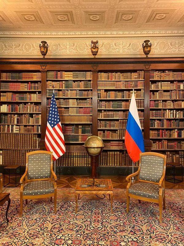 Nga hé lộ hình ảnh phòng họp thượng đỉnh Biden - Putin