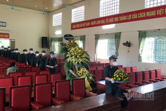 Bà nội và bố đẻ mất, Thượng úy CSCĐ nén nỗi đau ở lại chống dịch tại Bắc Giang