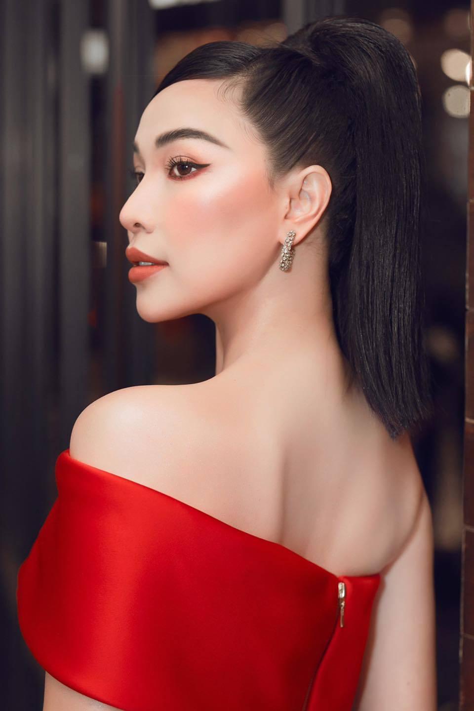 Vẻ đẹp gợi cảm của người mẫu Quỳnh Thư