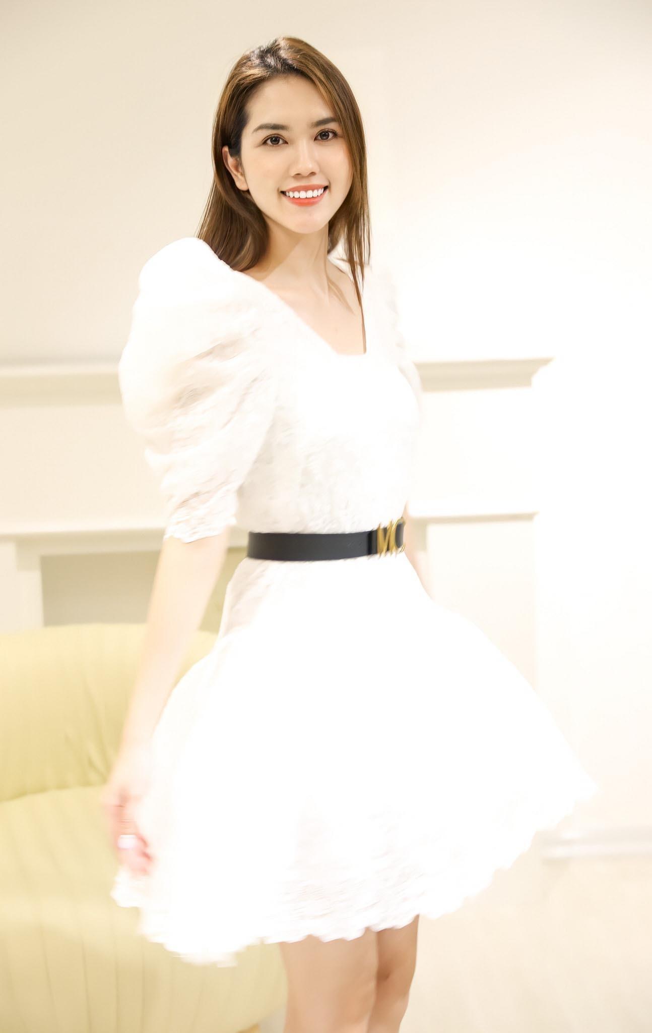 Vợ kém 13 tuổi của Minh Tiệp ngày càng trẻ trung, xinh đẹp