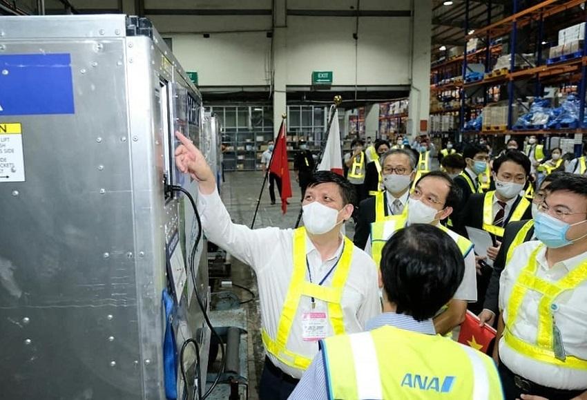 Gần 1 triệu liều vắc xin Covid-19 Nhật Bản tặng Việt Nam đã về tới Nội Bài