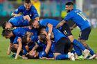 Đè bẹp Thụy Sĩ, Italy sớm giành vé vào vòng 1/8