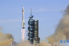Trung Quốc đưa thành công phi hành gia lên trạm vũ trụ Thiên Cung
