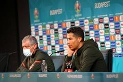 Vì sao Cristiano Ronaldo từ chối Coca-Cola?