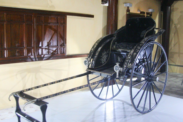 Nguyen Dynasty's treasured rickshaw returned to VN after competitive auction