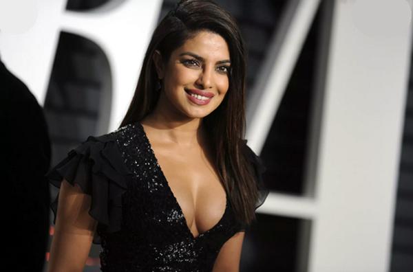 Hoa hậu Thế giới gia nhập Victoria's Secret ở tuổi 39