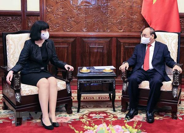 President Nguyen Xuan Phuc hosts foreign ambassadors