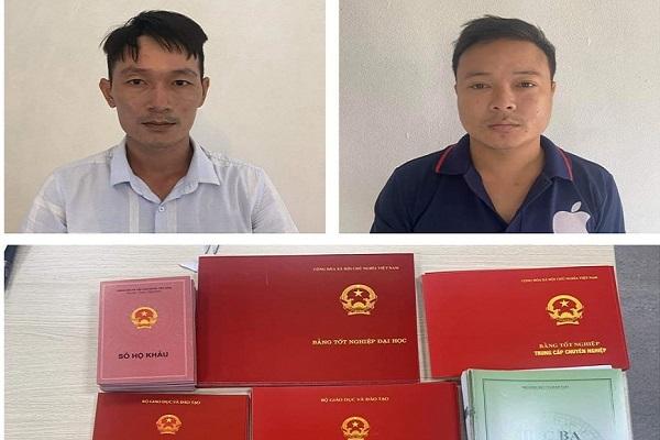 Khám xét khẩn cấp chỗ ở hai người chuyên làm giả bằng đại học ở Hà Nội