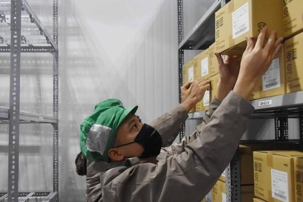 Cận cảnh kho lạnh bảo quản 836.000 liều vắc xin Covid-19 tại TP.HCM - mega 645