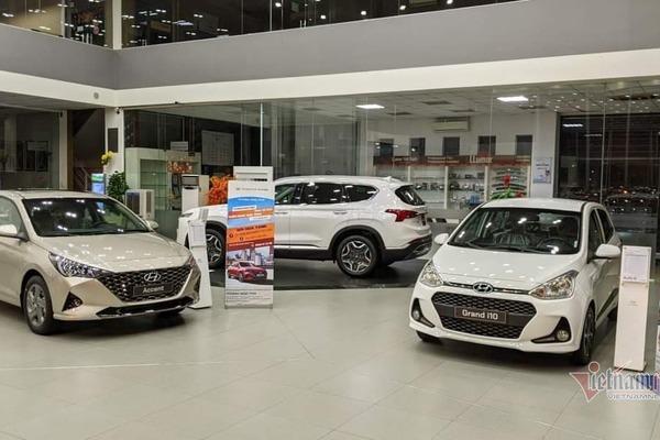 Giá giảm sâu khách vẫn thờ ơ, ô tô Việt chật vật chạy doanh số