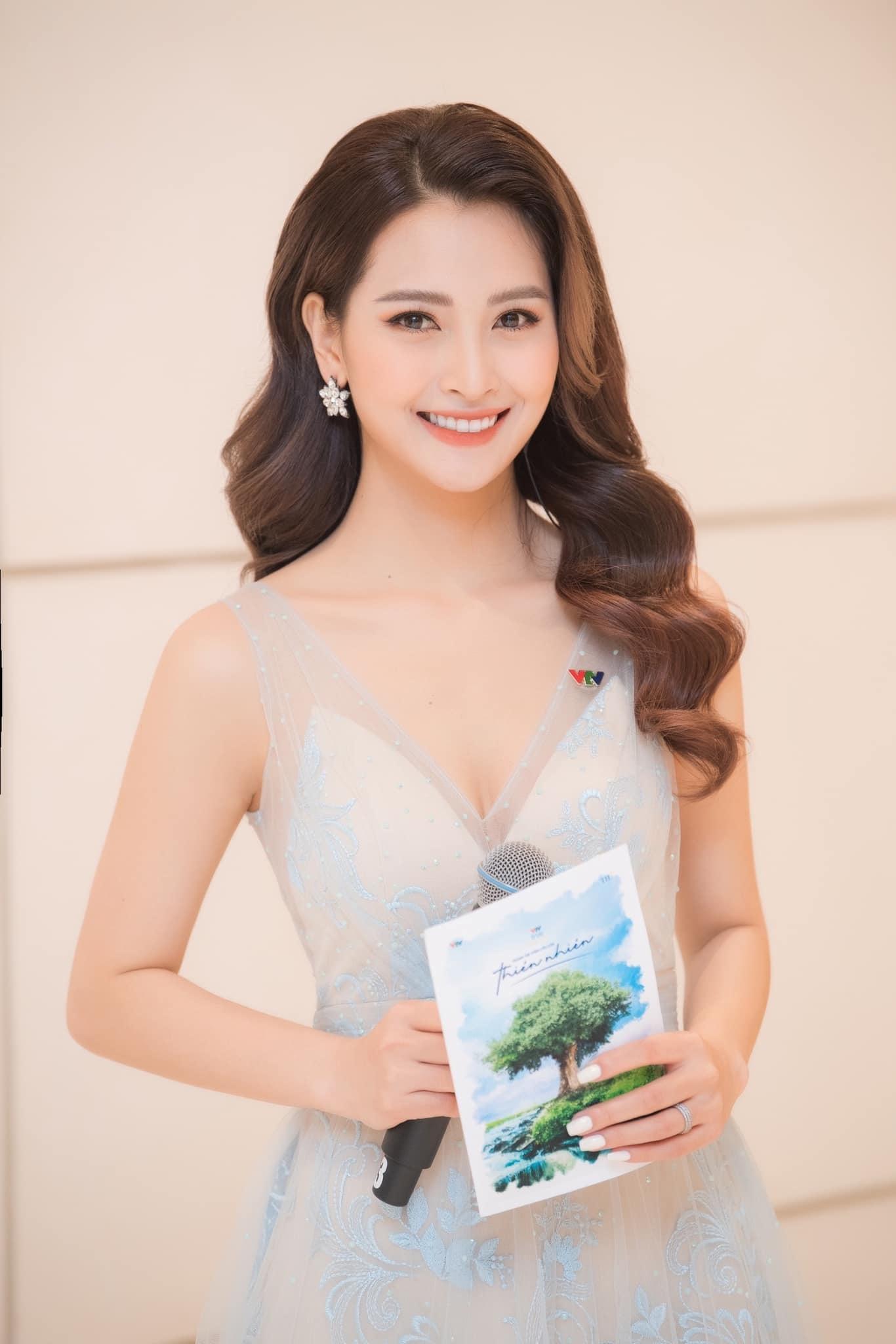 MC Huyền Trang VTV: Tôi từng bị 'phạt' không lên sóng một tháng