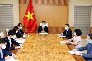 Vietnam calls on WHO to accelerate transfer of COVID-19 vaccine supply and production technology