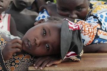 Trường học Nigeria bị tập kích, hơn 80 nữ sinh bị bắt cóc