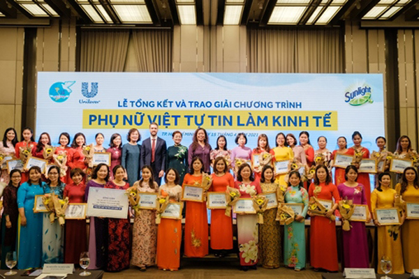 Tự tin khởi nghiệp, phụ nữ Việt Nam 'tỏa sáng'