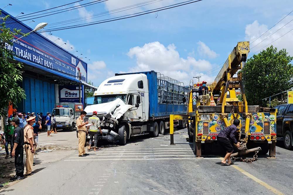 Hàng chục cảnh sát lập chốt chặn bắt tài xế chạy trốn gây tai nạn