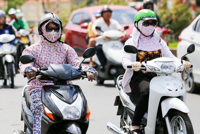 Nắng nóng đỉnh điểm, nữ 'ninja' cần chú ý gì khi ra đường?