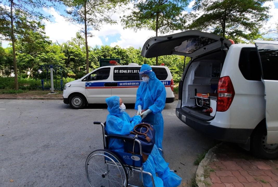 Người phụ nữ 50 tuổi mắc Covid-19 được xuất viện sau 1 tháng nguy kịch
