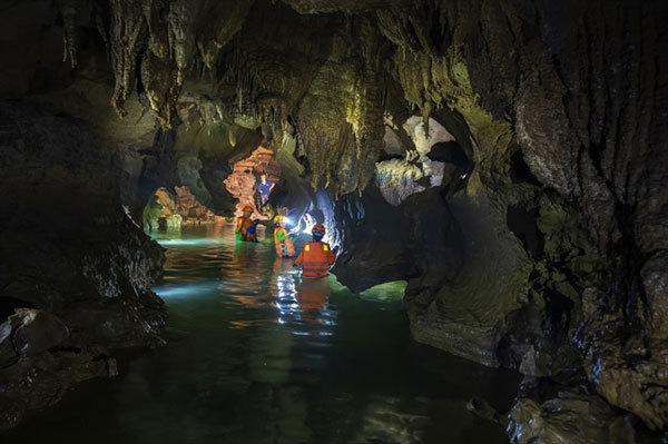 Quang Binh travel,Cha Loi Cave