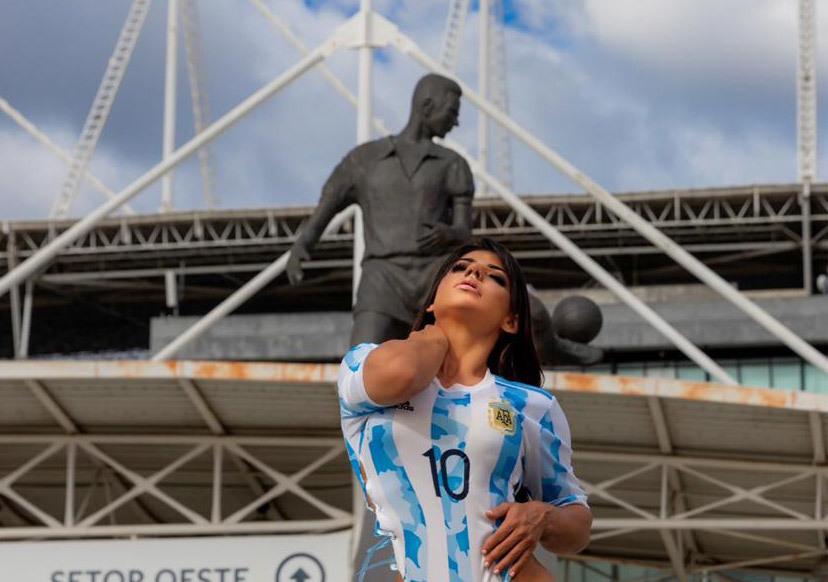 Siêu mẫu Brazil cổ vũ Messi vô địch Copa America