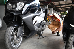 Bắt giữ mô tô hàng hiếm BMW không rõ nguồn gốc trên tàu Thống Nhất