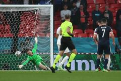 Anh 0-0 Scotland: Pickford cứu thua (H1)