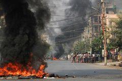 Hiện trường vụ nổ kép rung chuyển thành phố lớn nhất Myanmar
