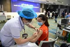 Phá kỷ lục ca nhiễm Covid-19 mỗi ngày, TP.HCM chạy đua vắc xin