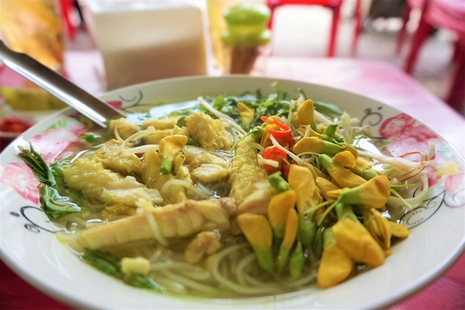 Món bún cá nức tiếng của đôi vợ chồng U80 lọt Top đặc sản Việt Nam