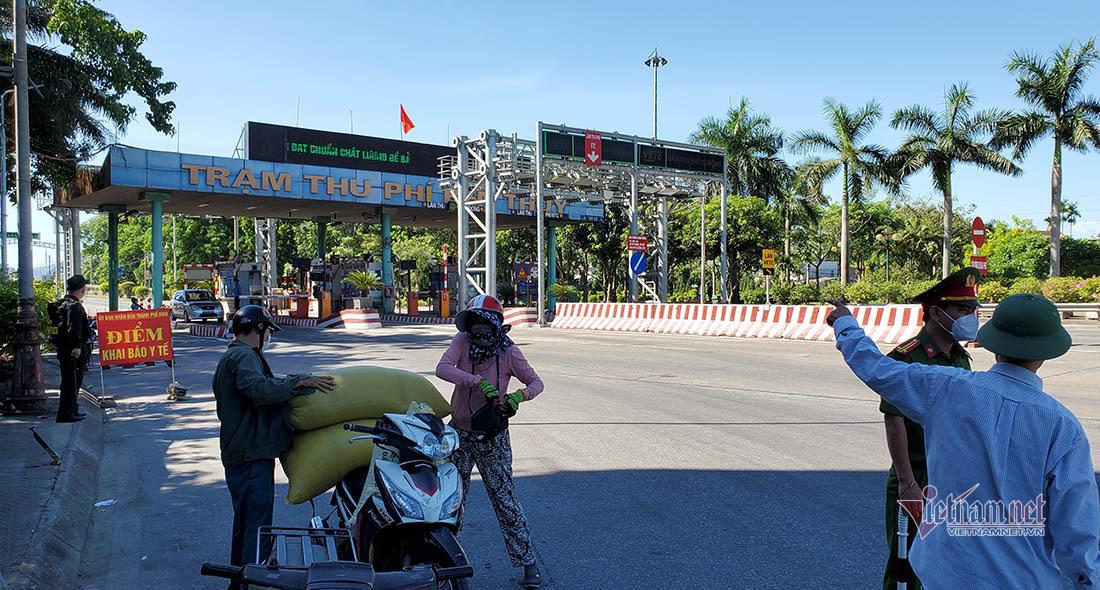 Lái xe 'ngơ ngác' khi bị CSGT yêu cầu quay đầu xe ở TP Vinh