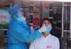 Nhân viên y tế Đà Nẵng đội nắng 40 độ đến từng nhà xét nghiệm