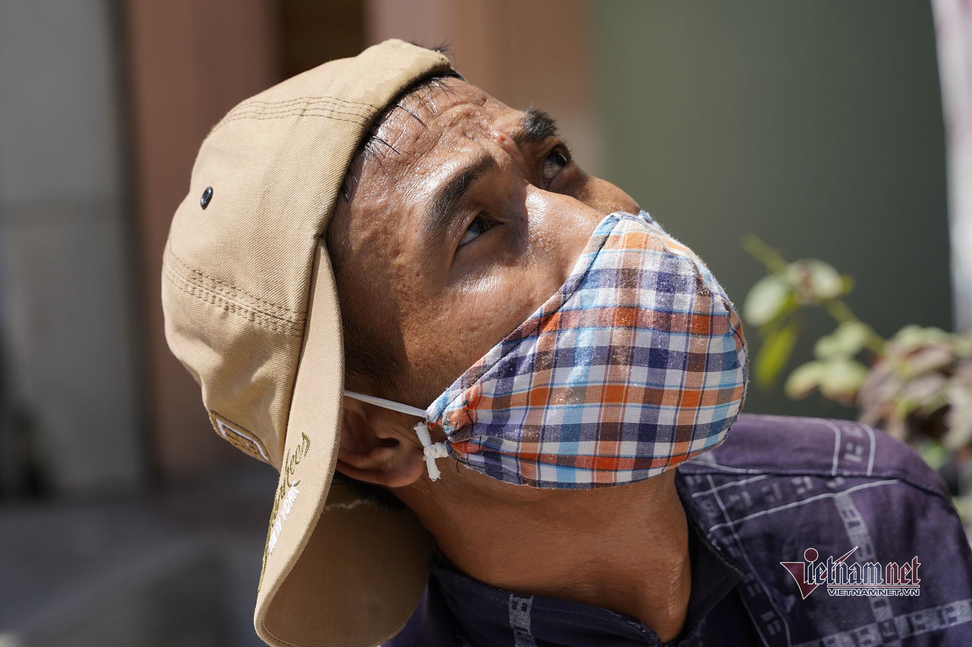 Người lao động phố biển Hạ Long vật lộn với cái nắng 'cháy da, cháy thịt'
