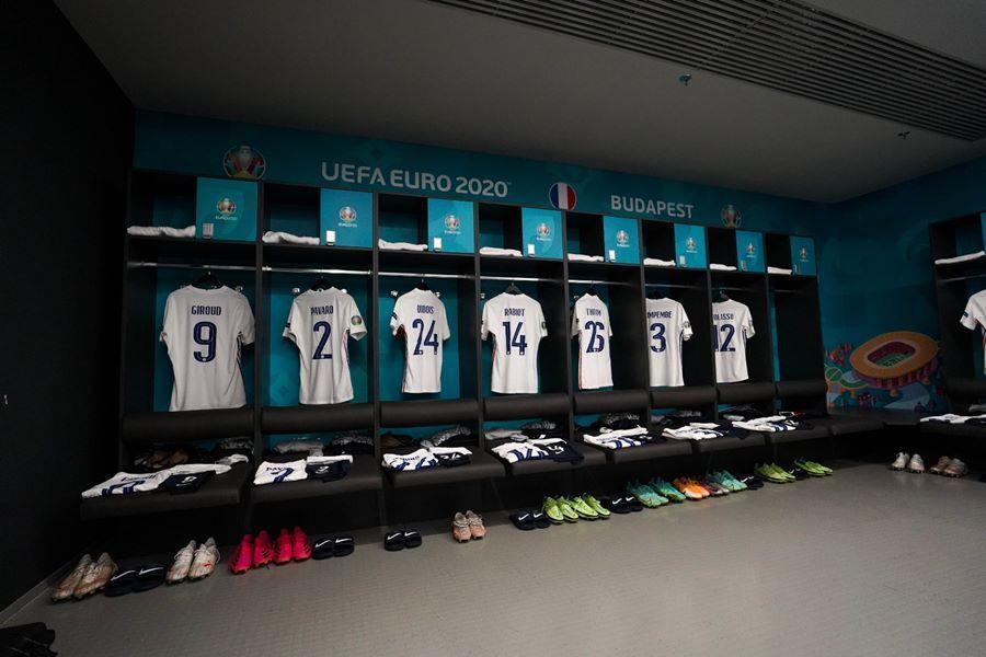 Phòng thay đồ của ĐT Pháp trước trận đấu
