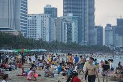 Sau 10 ngày cho mở, Đà Nẵng dừng tắm biển, ăn uống tại chỗ
