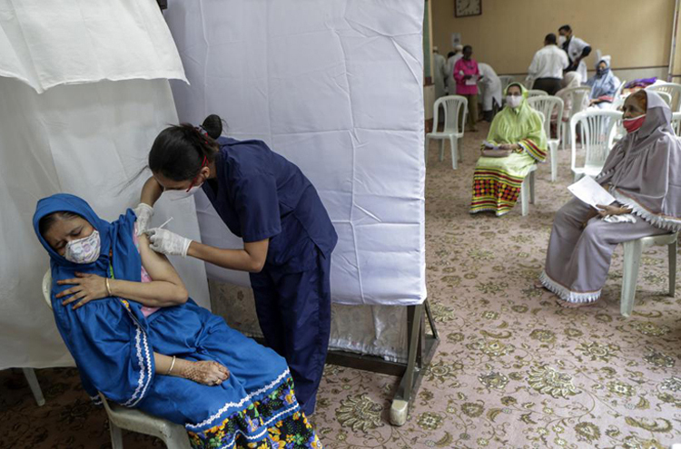Vì sao Ấn Độ nhanh chóng điều chỉnh chính sách vắc xin Covid-19?