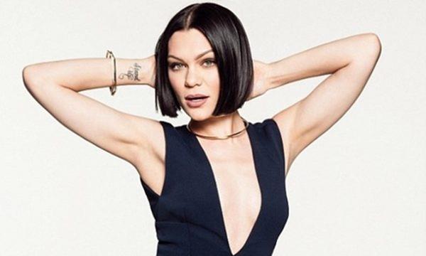 Jessie J bật khóc vì bệnh không thể hát thành tiếng