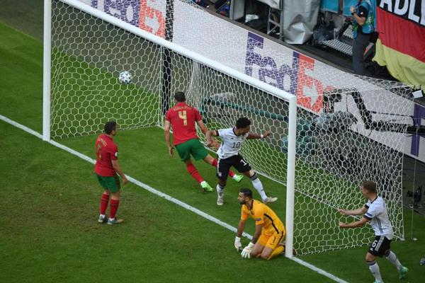 Bồ Đào Nha 1-2 Đức: Liên tiếp phản lưới (H2)