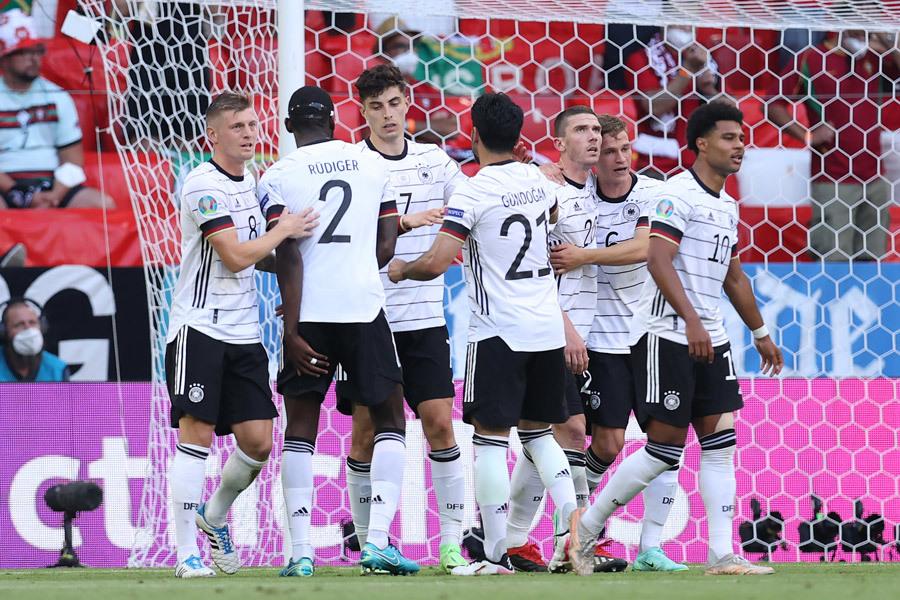 Đức trút mưa bàn thắng vào lưới Bồ Đào Nha