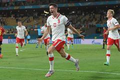 Lewandowski tỏa sáng, Ba Lan cầm chân Tây Ban Nha
