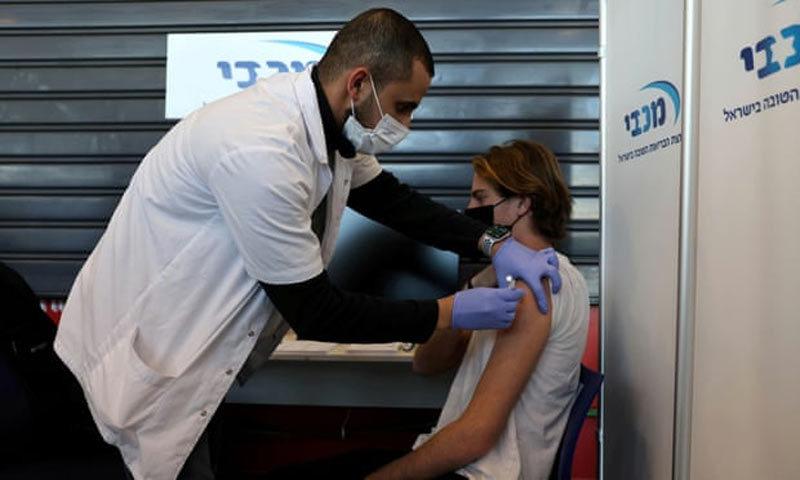 Sựkhác biệt lớn ở hai nước tiêm vắc xin Covid-19 thành công