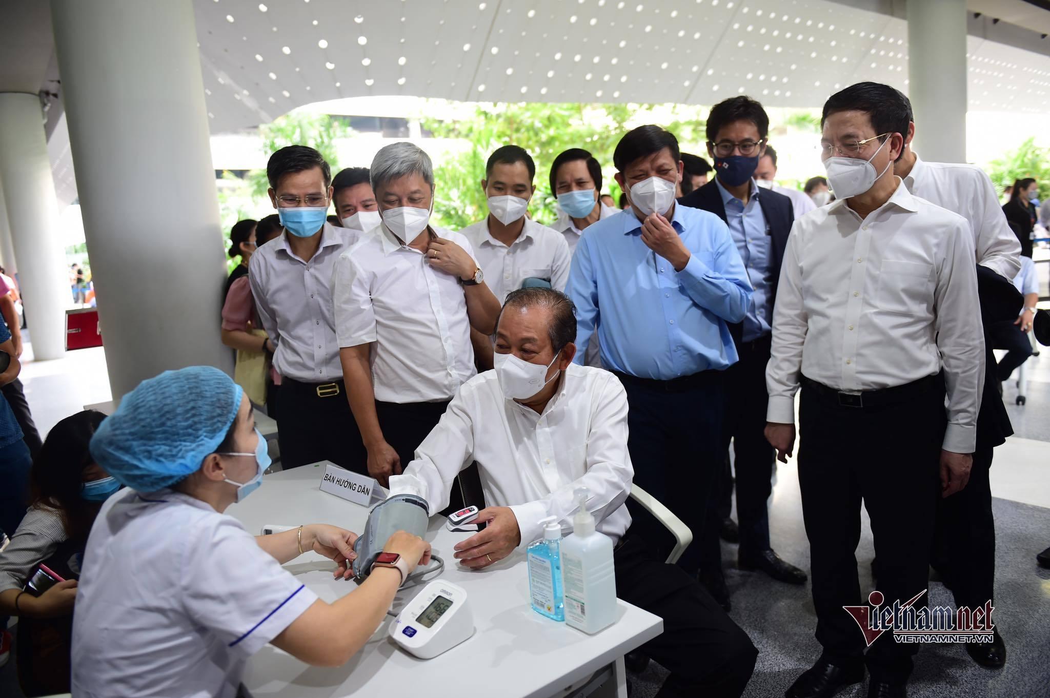Ứng dụng công nghệ trong tiêm chủng vắc xin Covid-19: Tiêm nhanh, giảm thủ tục