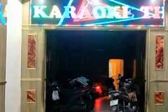 Tiếp viên quán karaoke khỏa thân phục vụ khách giữa mùa dịch