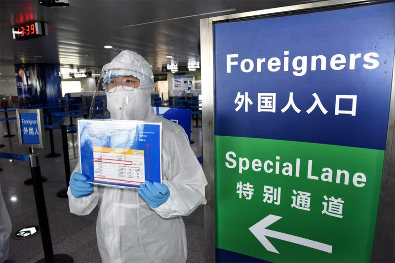 Nhân viên vệ sinh Trung Quốc đốt nhầm hộ chiếu 31 người Hàn